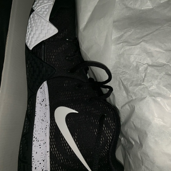 Kyrie Irving Men Sneakers Size